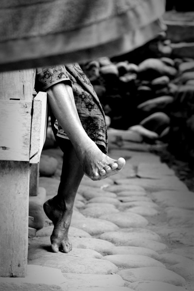 #streetlife   #streetshoot  #streetphotography #feet #simplelife   #detail #bw_photography #bwshoot