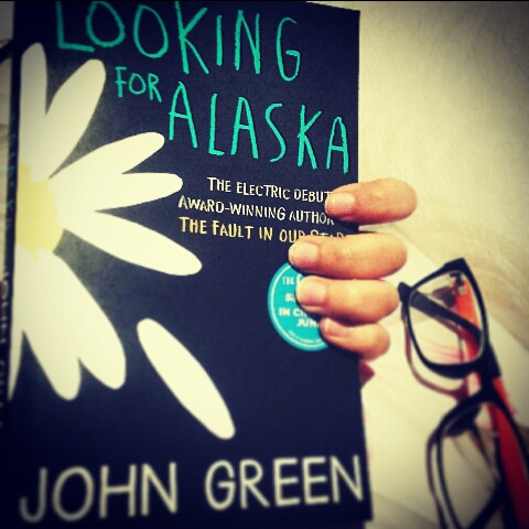 """""""If ppl were rain☔, I was drizzle & she was a hurricane🙈💕"""" ...found new love 😍(looking for Alaska) ...this book👌👍 ...John green❤❤  #photography #reading #love  #book #winter #me"""
