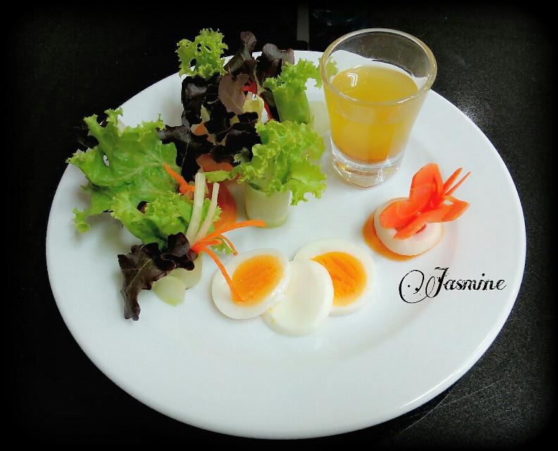 """Today's menu Appetizer """"Vinaigrette salad""""🍲🍲😊😄"""