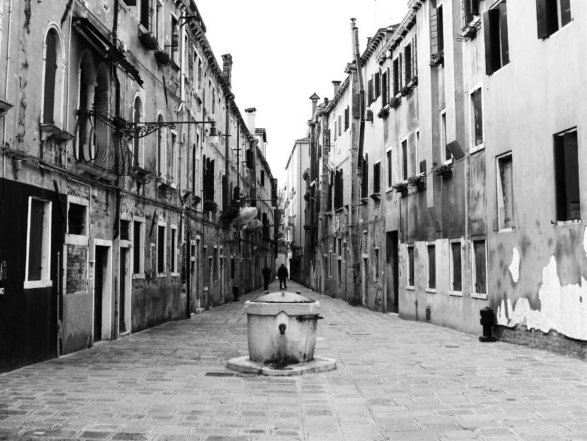 #blackandwhite #street #streetphotography #architecture #venice