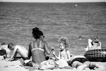 sea beach family black white